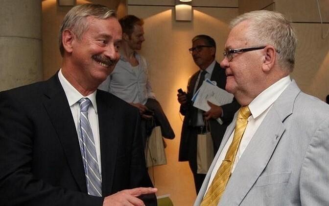 Siim Kallas (left) and Tallinn Mayor Edgar Savisaar