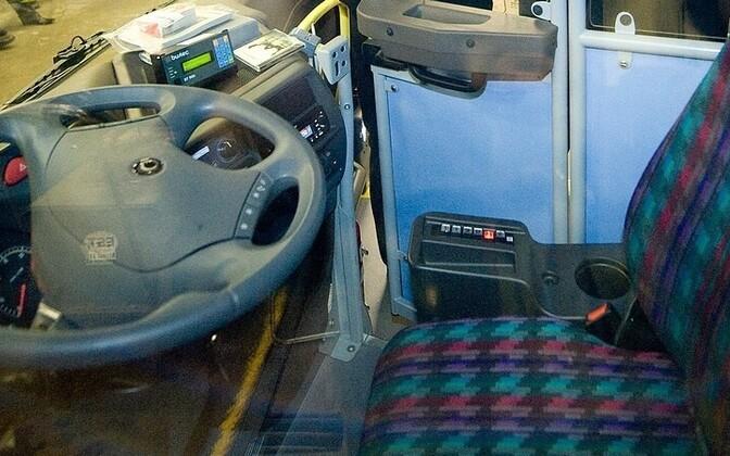 По словам контролеров, водитель автобуса заметно нервничал.