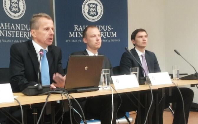 Finance Minister Jürgen Ligi (left)