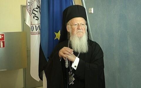 Патриарх Варфоломей в таллиннском аэропорту.