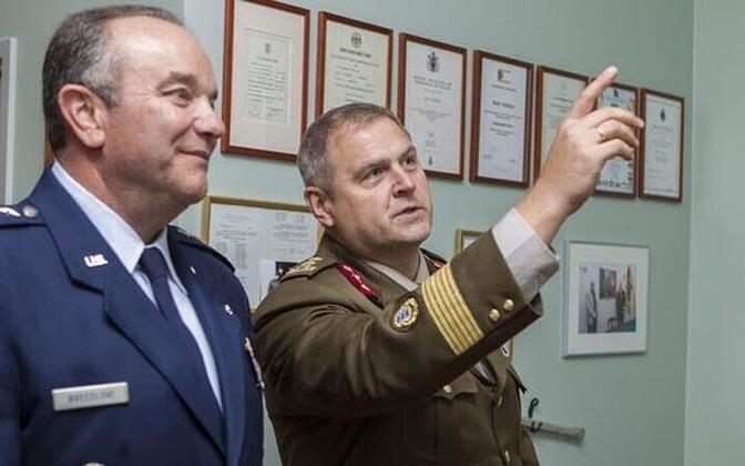 Generals Philip Breedlove (left) and Riho Terras