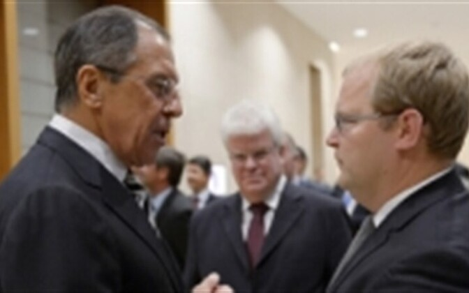 The Russian (left) and Estonian foreign ministers, Sergei Lavrov and Urmas Paet