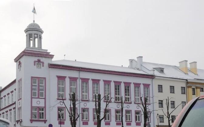 Здание, в котором находится мэрия Нарвы