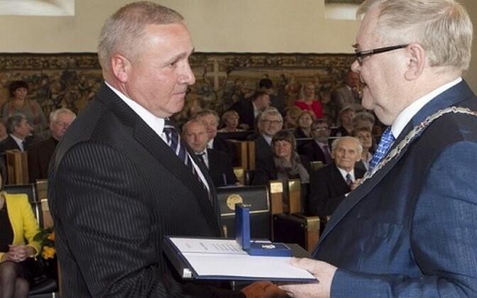 Paul Alekand (left) with Tallinn Mayor Edgar Savisaar
