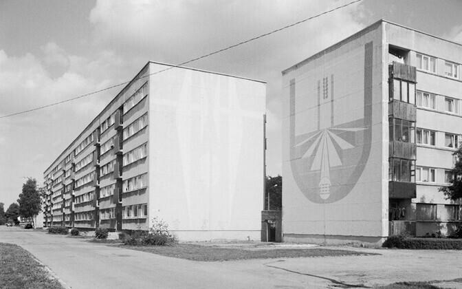 Detail of one of the photos exhibited. Aleksander Igonin. Supergraphics. Ca 1976. Murals. Kohtla-Järve, Metsapargi tee 4 and Kalevi tee 36.