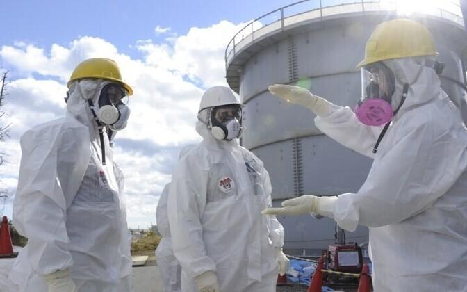 Inspektorid Fukushima tuumajaamas.