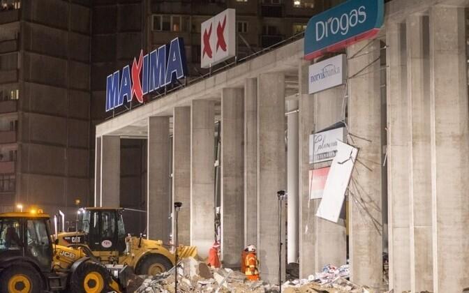 21 ноября в результате обрушения кровли здания магазина Maxima в рижском микрорайоне Золитуде погибли 54 человека.