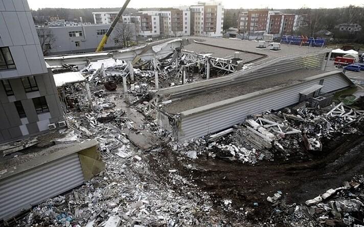 21 ноября в результате обрушения кровли здания магазина Maxima в рижском микрорайоне Золитуде погибли 54 человека, в том числе трое спасателей.