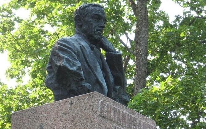 Tammsaare monument Albu vallas.