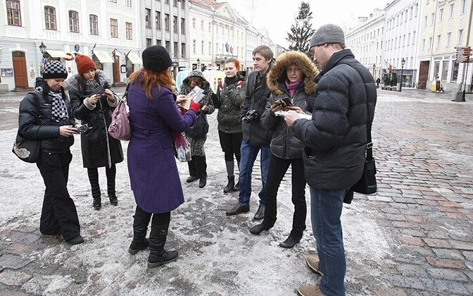 Russian tourists in Tartu's Town Hall Square.