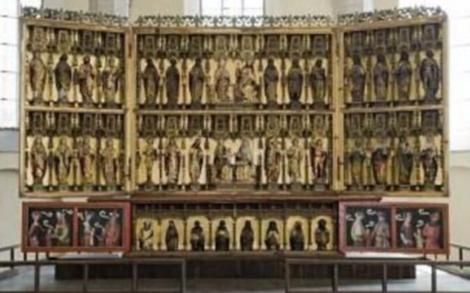 На створчатом алтаре изображено более сорока святых и библейских персонажей, и по своим размерам произведение входит в число крупнейших алтарей ганзейских городов XV века.