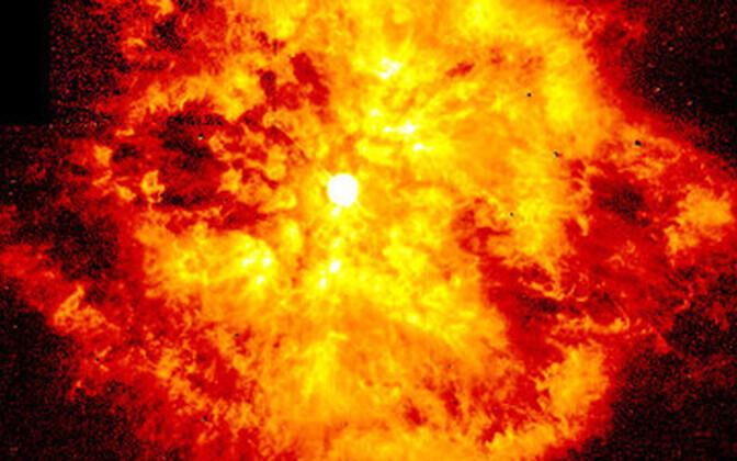 Supernoova jäänus, taustal Wolf–Rayet'i täht. Wikimedia Commons