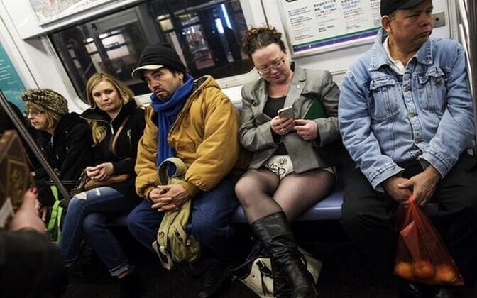 New Yorki metroos kõlavad nüüdsest sooneutraalsed teadaanded.