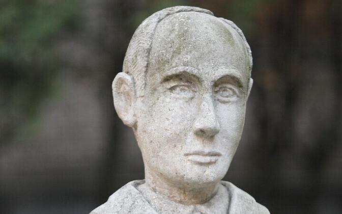 Raoul Wallenbergi mälestussammas Moskvas väliskirjanduse raamatukogu õues