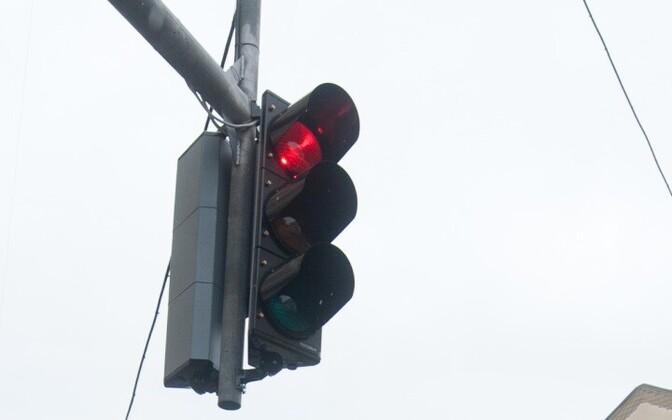 Красный свет - дороги нет.