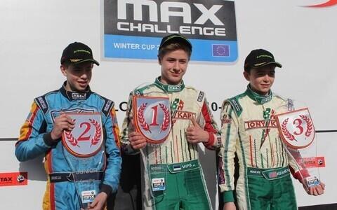 Jüri Vips (keskel)
