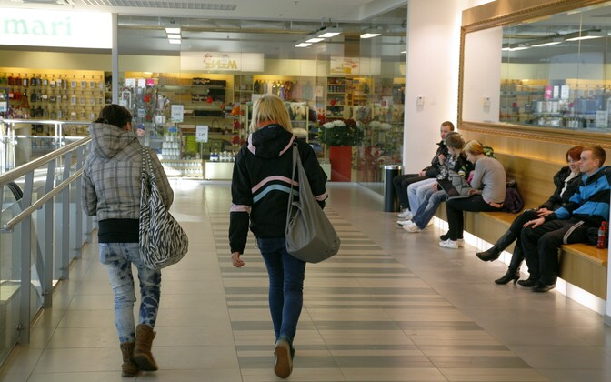 Noored kaubanduskeskuses