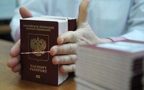 Российские паспорта. Иллюстративное фото.
