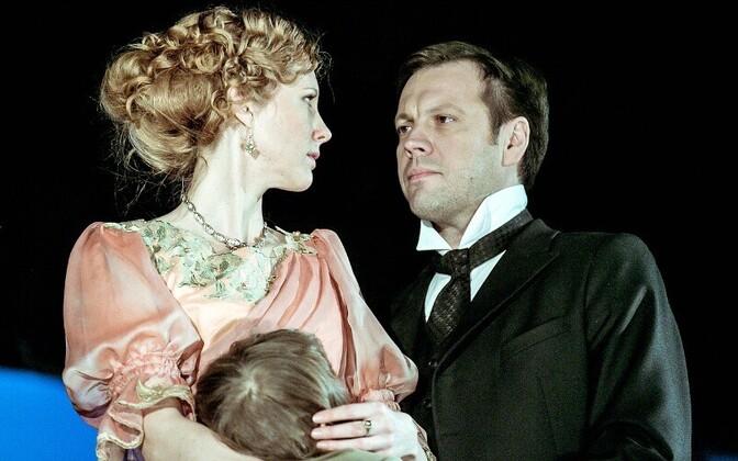 Ragne Pekarev ja Mait Malmsten lavastuses