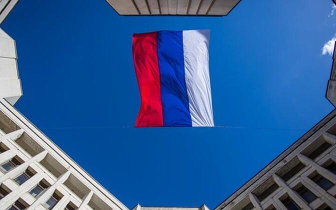 Vene lipp lehvib Simferopolis ülemnõukogu hoone kohal
