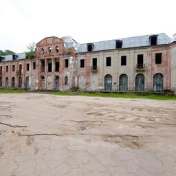 Narva-Jõesuu kuursaali varemed.
