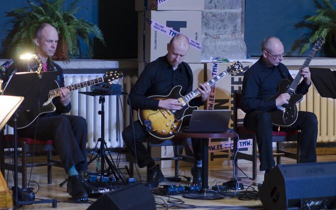 Connected Trios