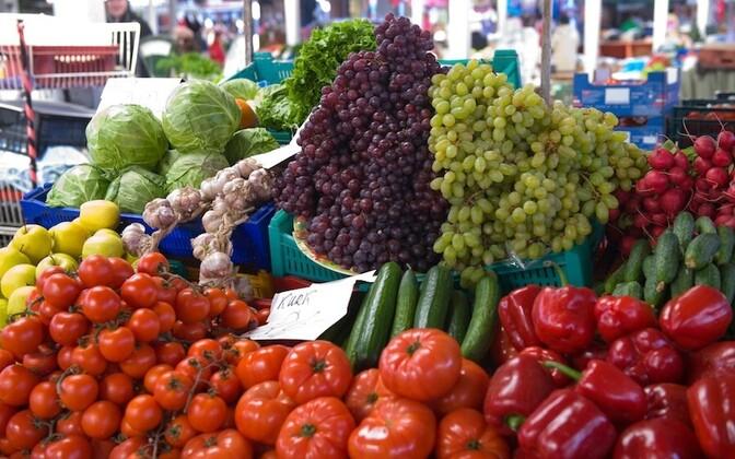 Köögi- ja puuviljad turul.