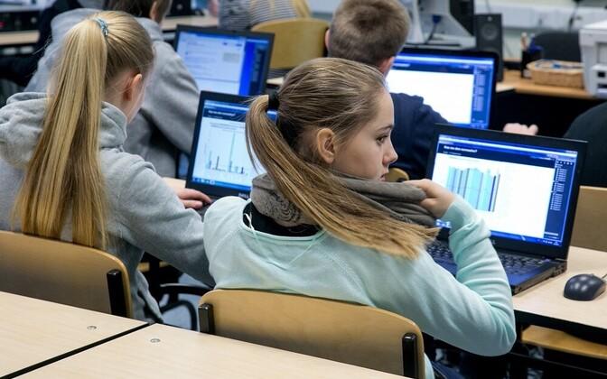 Tänapäeva noored loevad palju: aga arvutist.