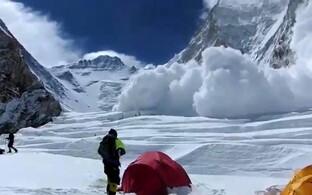 Laviin Džomolungma mäel.