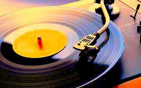 vinüülplaat grammofonimängijal