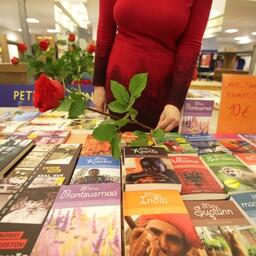 Raamatu ja roosi päev mullu Tartu ülikooli raamatukogus.