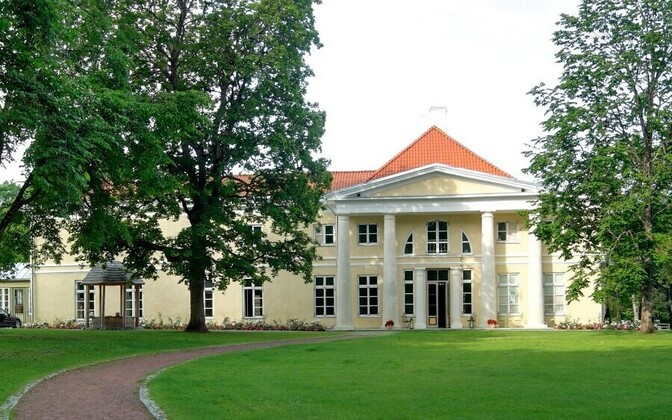 Kau Manor.