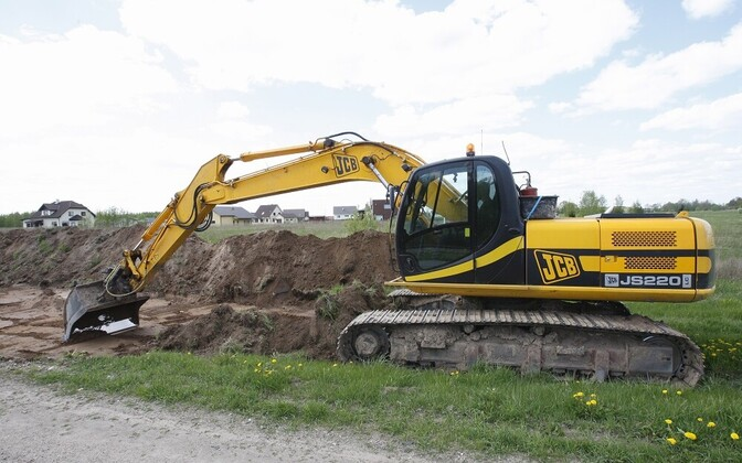 Tracked excavator. The 2nd Infantry Brigade will need six of these, and is planning to rent them.