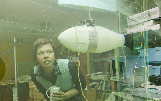 Maarja Kruusmaa robotkalaga.