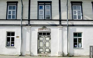 Evald Okase Muuseum Haapsalus eksponeerib vanameistri kodust tarbekunsti.