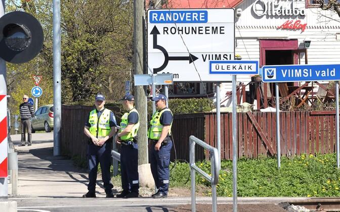 Politseinikud Viimsi valla piiril.