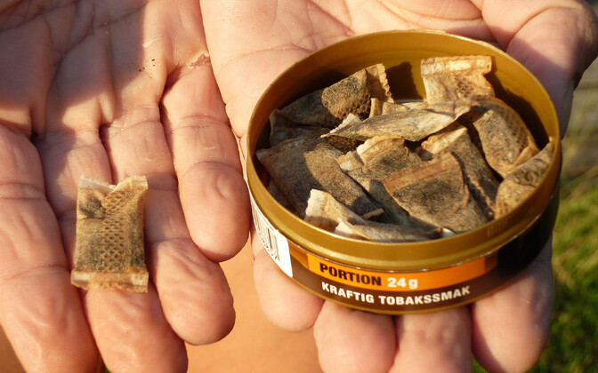 Regular snus is made with tobacco. Nicotine snus, however, is a new, tobaccoless version of the product.