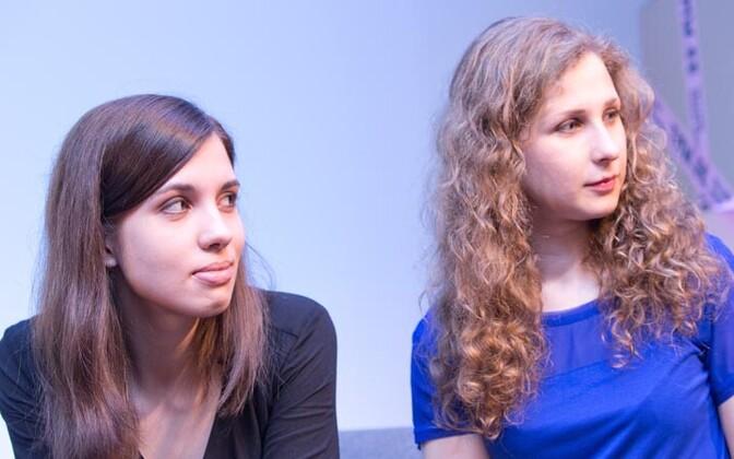 Nadežda Tolokonnikova (vasakul) ja Maria Aljohhina tänavu Tallinnas