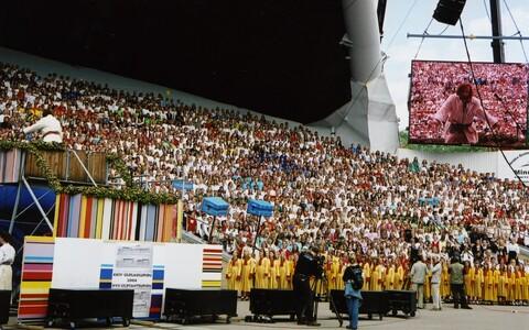 Dokfilm Laulev revolutsioon (Eesti 2006)