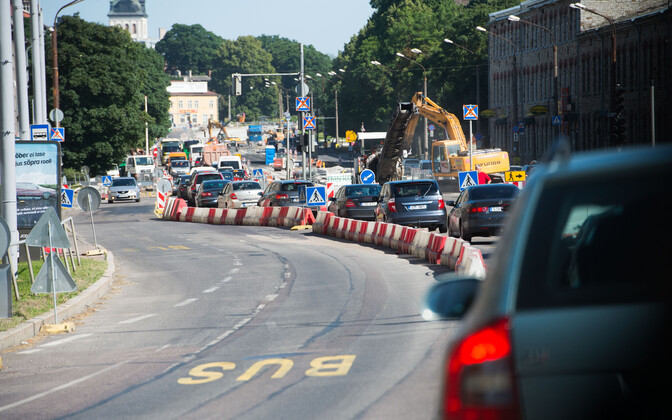 Construction work on Pärnu Highway.