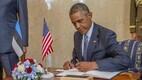 President Obama kirjutab Kadrioru külalisteraamatusse
