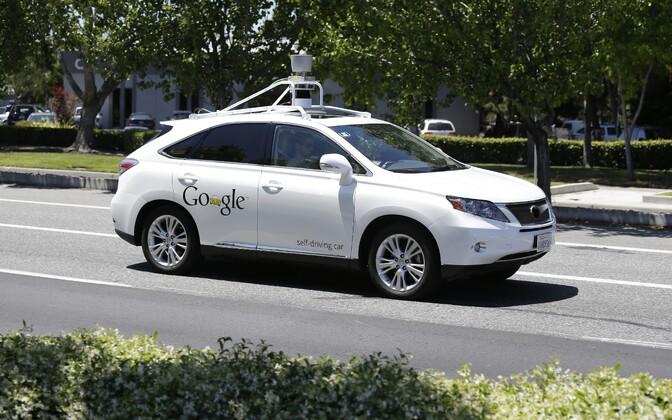 Google'i isesõitev auto Californias.