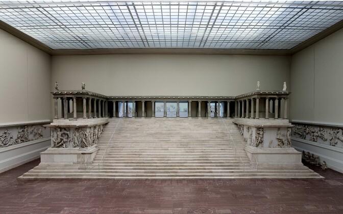 Пергамский алтарь. Иллюстративная фотография.