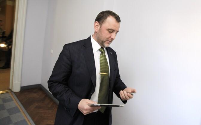 Sven Sesterist saab rahandusminister.
