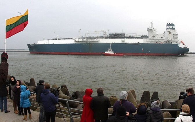 The floating LNG terminal Independence arriving in the port of Klaipėda.