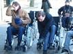 Мэр Нарвы Эдуард Эаст и вице-мэр Максим Волков готовятся к часовому заезду на инвалидном кресле по улицам города.