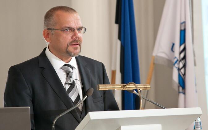 Arne Merilai on Tartu ülikooli eesti kirjanduse ja rahvusteaduste professor.