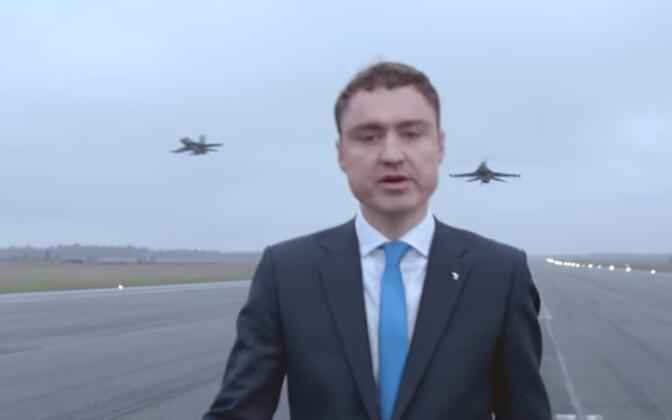 Peaminister Taavi Rõivas Ämari lennuväljal filmitud valimisklipis.