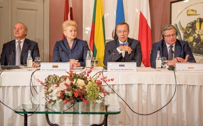 President Ilves hosted the Latvian, Lithuanian and Polish presidents atthe Kau Manor in Estonia. The discussion forcued on the European security situation.