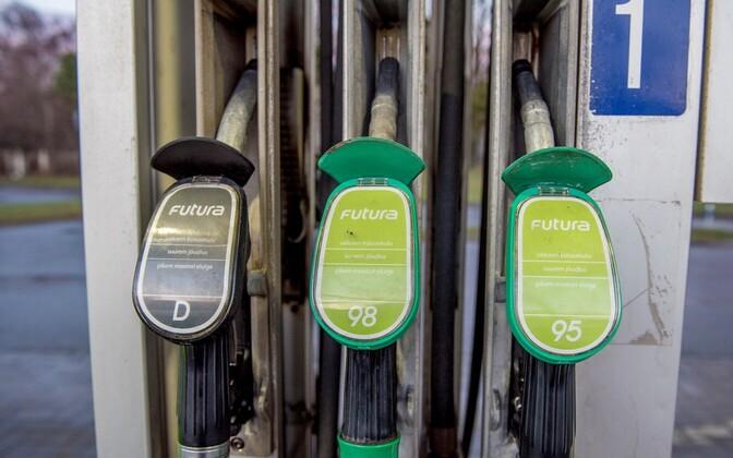 Из-за роста цен на бензин продавцы топлива теряют прибыль.